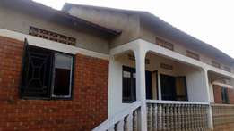 spacious 2 bedroom house in Mutungo at 650k