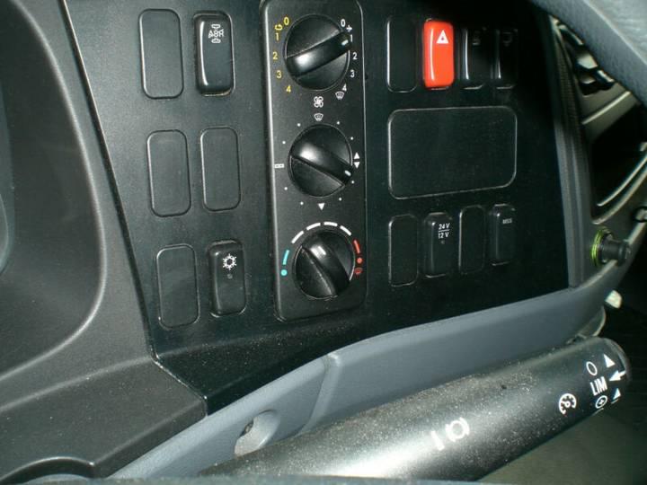 Mercedes-Benz 822 Atego Standklima - 2011 - image 13