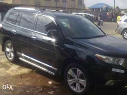 Neatly used Toyota highlander 2011 model