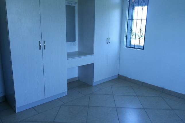 spacious 3 bedroom master ensuite in an Estate Bombolulu - image 4
