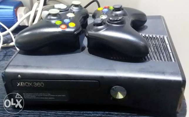 XBOX 360 SLIM 4 GB with KINECT and Two Wireless Controllers