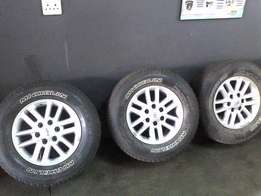 Toyota hilux/fortuner mags plus tyres