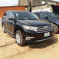 Registered Toyota Highlander (2012) with Reverse camera and DVD