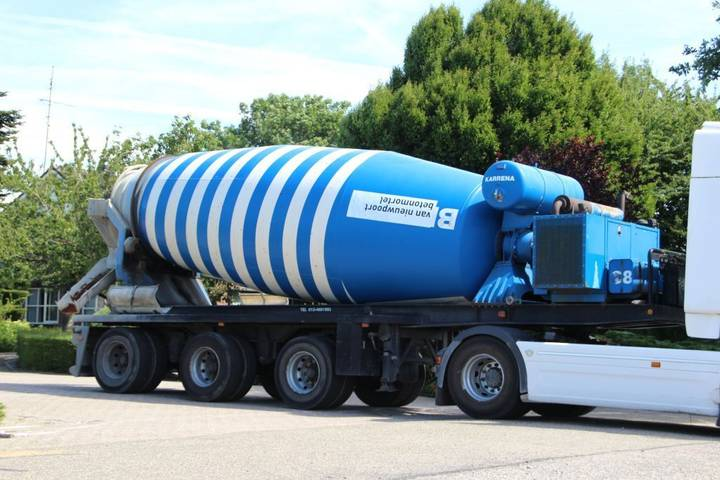 Floor KARRENA 15m3 MIXER!!OWN ENGINE!! - 2002