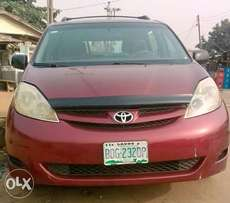 Toyota Sienna 2005 Used First Body No issue at all 1.320,000