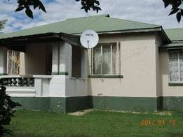 3 Bedroom house and 1 bedroom flat for sale in Warden Free state.