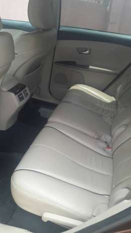 view super clean Toyota VENZA 2010 first body with good condition Alimosho - image 4
