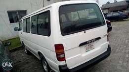 Sparkling Toyota hiace bus with 2RZ injector engine