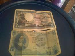 I got2 brown and green one pound south Africa reserved bank notes
