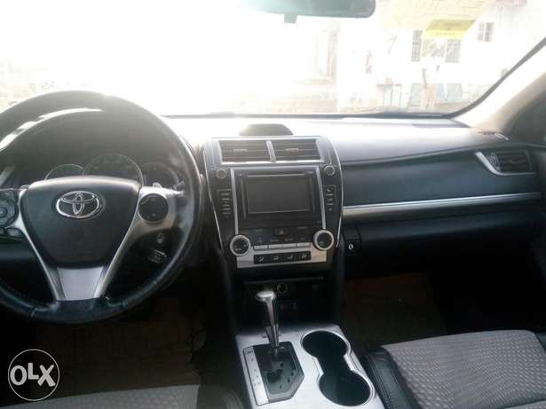 2012 Toyota camry SE black in good condition Lagos Mainland - image 4
