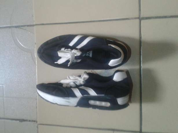 fairly used sneakers for female size 38 Dutse - image 1