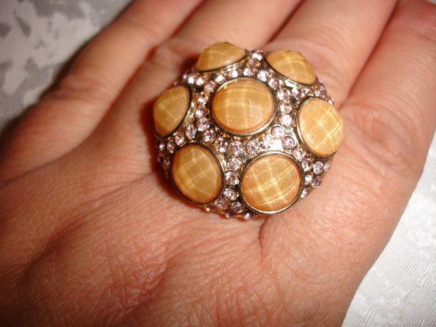 Кольцо перстень з жовтого металу діаметром 3 см b97d05abea60d