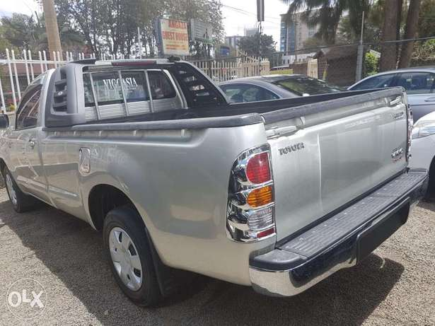 Toyota Hilux Vigo Single cab 2.5l Diesel Manual Hurlingham - image 1
