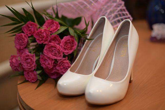 f386eb7751ae54 Жіночі білі, весільні туфлі: 350 грн. - Жіноче взуття Буки на Olx
