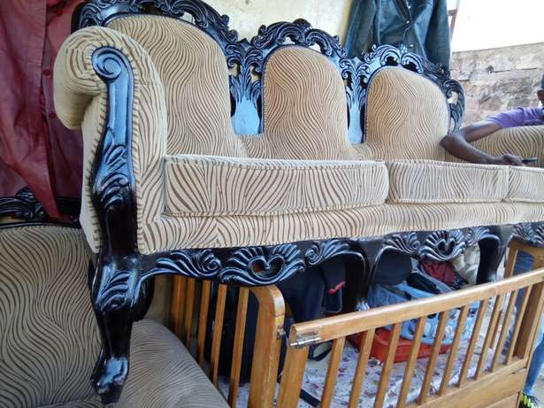 antic 7siter 100% mahogany sofa for only 99k Parklands - image 3
