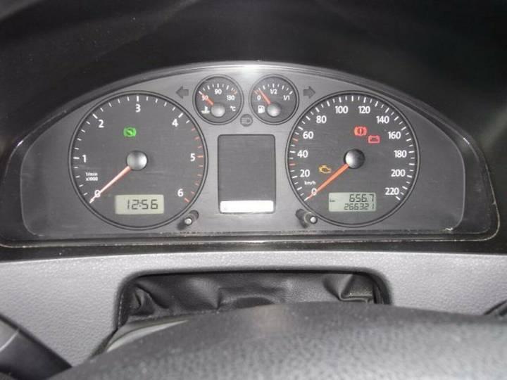 Volkswagen T5 Krankentransportwagen Kombi-Hochdach 2x vorh. - 2008 - image 13