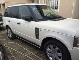 A 1 month used First body Range Rover Vogue 2009