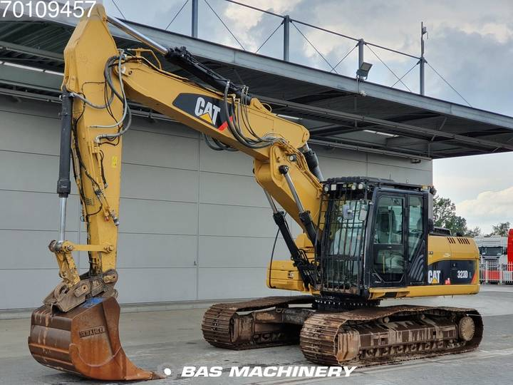 Caterpillar 323D L All functies and bucket with tips - 2011