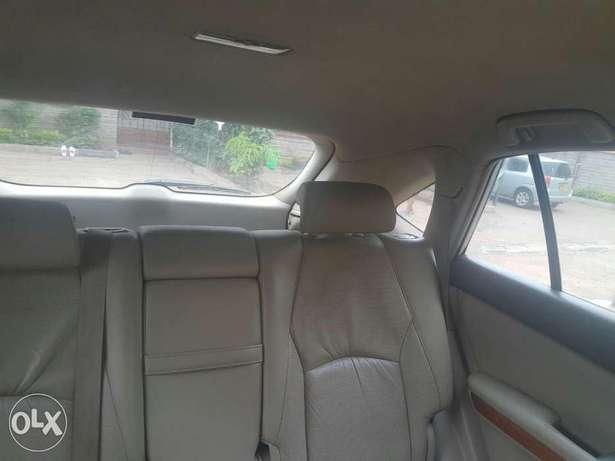 Clean well maintained lexus on quick sale Nairobi CBD - image 1