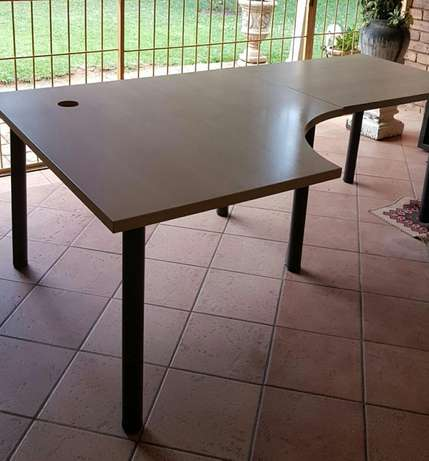 L-Shape desk East Rand - image 2