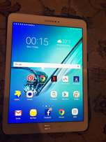 Samsung Galaxy tab S2. 32 GB LTE SM-T815 model. immaculate condition