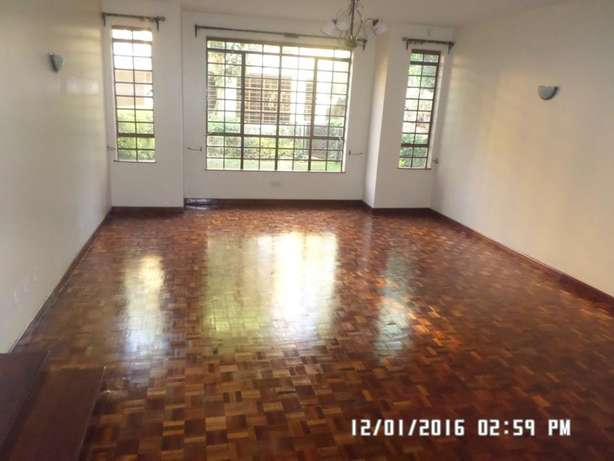 A 6 bed, all en-suite with 2 SQs for rent in Lavington Green. Lavington - image 2