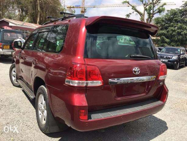 Toyota Land Cruiser V8 For Quick Sale Not Locally Used Price 5,900,000 Lavington - image 3