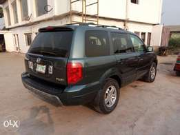 A first body and neatly used 2004 Honda pilot, ac. Leather, cd, v6.