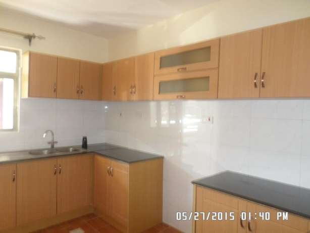 A 3 bed apartment all en-suite with SQ for rent close to the Junction Lavington - image 4