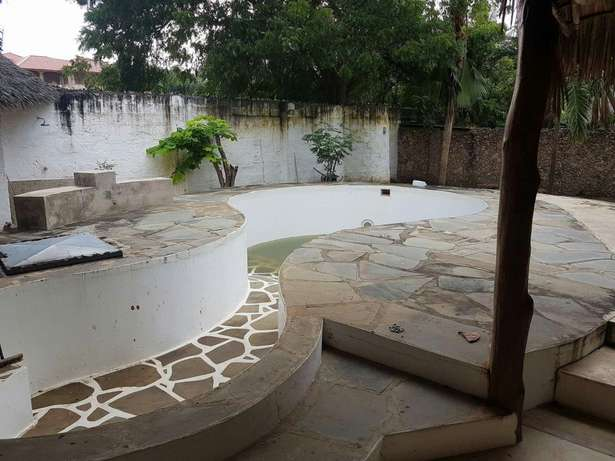 Two bedroom house in Malindi in quarter an acre plot with swimming Malindi - image 5