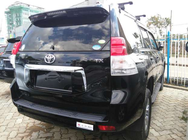 2009 Land cruiser Prado TX,2700cc,Sunroof,Leather seats,Back Camera. Nairobi CBD - image 5