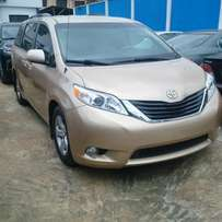 Tokunbo 2011 Toyota Sienna LE