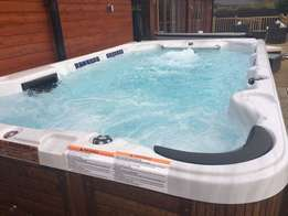 Quality Jacuzzis For Sale ranging from 4 seater, 6, 8 to 12 seaters