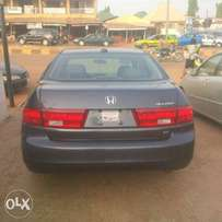 Toks 2005 Honda Accord Lx Sedan with 4 cylinder engine. And navigation