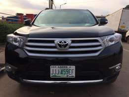 Super clean Toyota Highlander best offer.