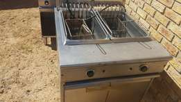 Double chip fryer in good condition 2 x 20L---R4500 not neg.Bargain