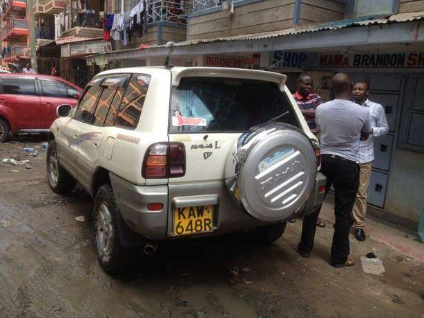 Old school Clean Toyota Rav 4 lady owner just buy and drive Nairobi CBD - image 6