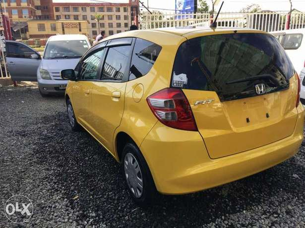 Extremely clean yellow Honda fit 2010 model Hurlingham - image 3