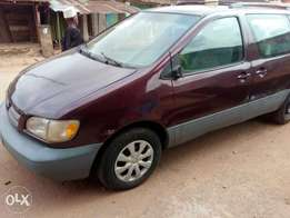 Very clean Toyota Siena for quick Sale/