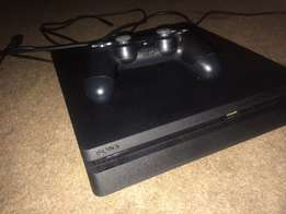 PS4 slim 1 TB + two controllers +2 games