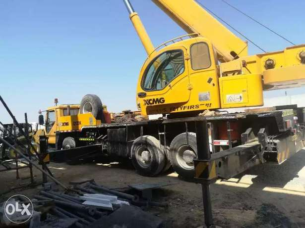 Crane and trailer for Rent