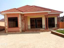 4bedroom house in Kira at 350M ready land title