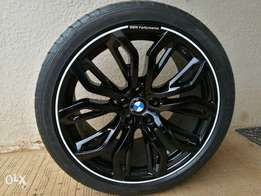 "21"" bmw x5/x6 mags with tyres"