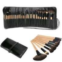 32 pieces make up professional brush