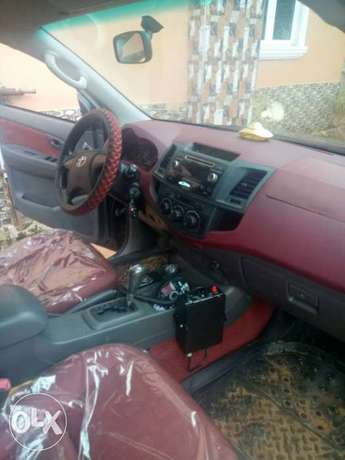 Clean Registered Toyota Hilux 2014 Automatic Port-Harcourt - image 3