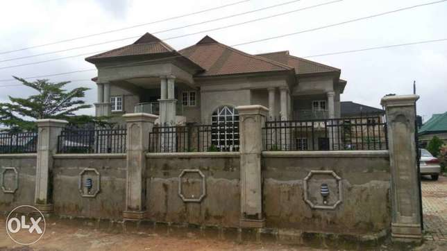 Duplex for sale Benin City - image 5