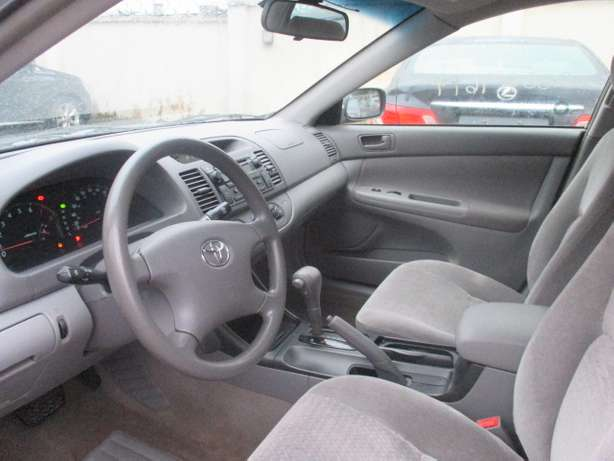 Very Clean Toyota Camry 03, Tokunbo Lagos Mainland - image 4