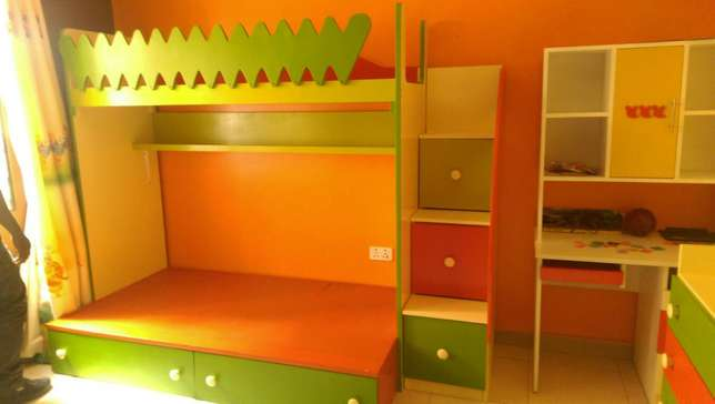 Bedroom Set, comes with decker, staircase and separate chest. Kampala - image 2
