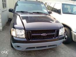 Ford Explorer pickup truck model 2000