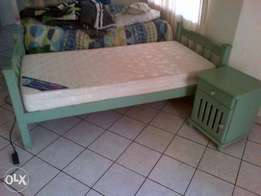 sigle pedestal bed with base and side draw